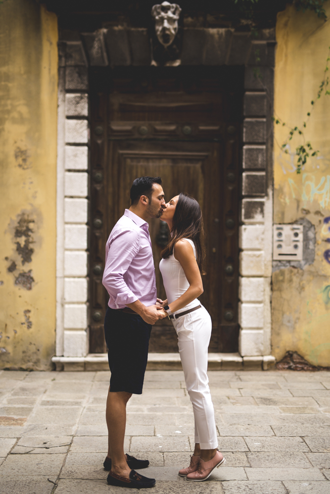 35-wedding-photographer-italy-venice-engagement