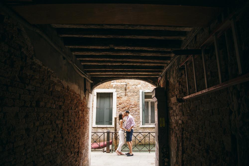 11-wedding-photographer-italy-venice-engagement